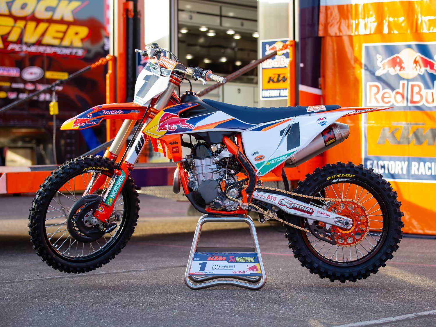 Webb's mechanic Carlos Rivera, who spent many seasons spinning wrenches for Ryan Dungey when he was winning premier class titles, took us through the reigning champ's 450 SX-F.